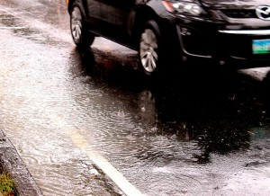 Learn the safety in driving when raining.